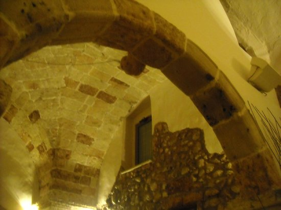 Antico Monastero: Scorcio di un soffitto del ristorante .