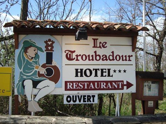 Le Troubadour: La entrada