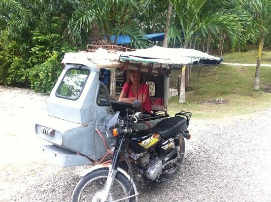 Sea Turtle House Moalboal: Mum wasn't sure about the tricycle at first, but came to love it!