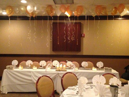 Sheraton JFK Airport Hotel: Bridal Party Table