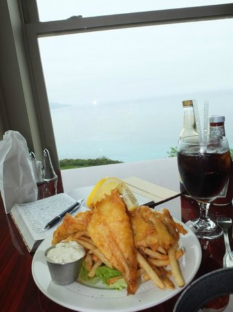 Lucia Lodge Restaurant: Hefty portion of perfectly prepared Fish and Chips