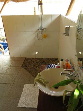Cashew Grove Beach Resort: Deluxe Beachfront Cottage