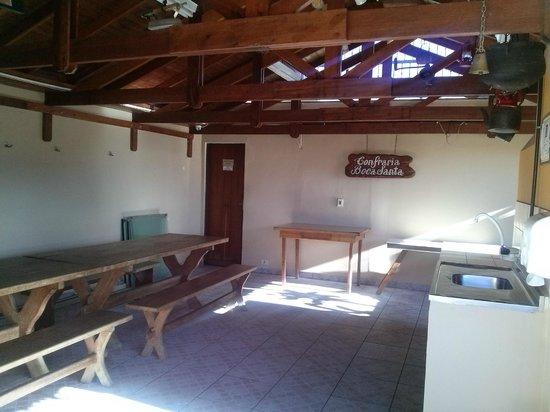 Hotel Flat Petras Residence: Área da churrasqueira, próxima à piscina