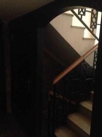 Imperial Palace Hotel: Escalera que comunica el burdel con la primera planta.