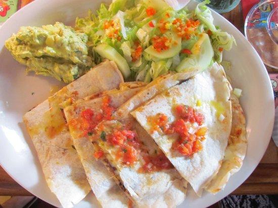 El Fogon de la Abuela Restaurant: quesadillas de pollo/espinaca