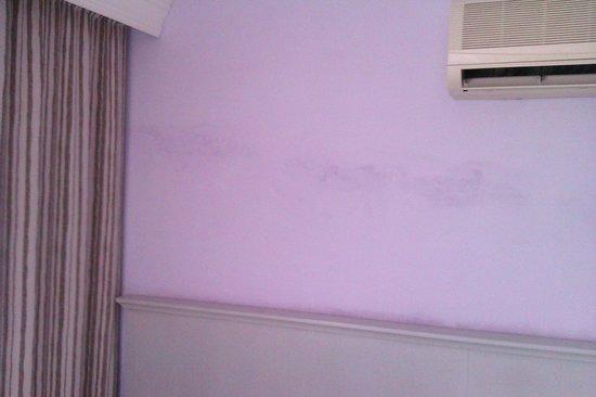 Belvista Hotel: Стены требующие ремонта