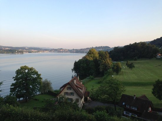 Hotel Bellevue Luzern: View of lake on the way to the castle