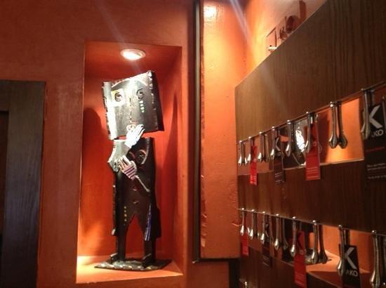 Chez kako : statuette de l artiste mulheim