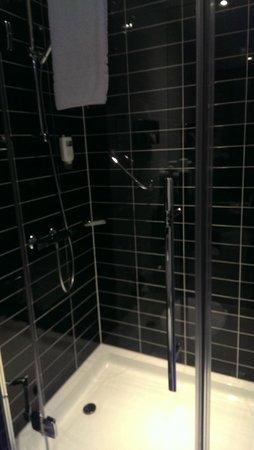 Holiday Inn Express Augsburg: Shower