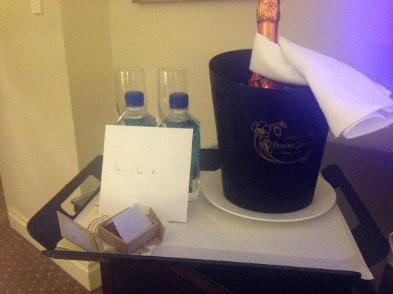 Warwick New York : Champagne waiting for us in the room - lovely touch