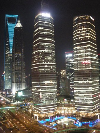 Torre de la Perla de Oriente (Dongfang Mingzhu): the view from the 1st sphere, Jing Mao Tower and SWFC far left.