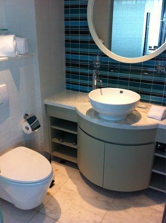 Lanson Place Hotel: Nice bathroom: you really don't need a big bathroom!