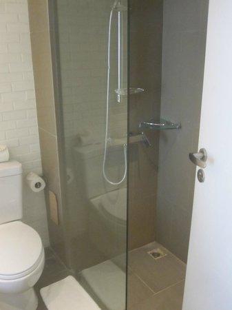 Burasari Resort: Bathroom - Shower