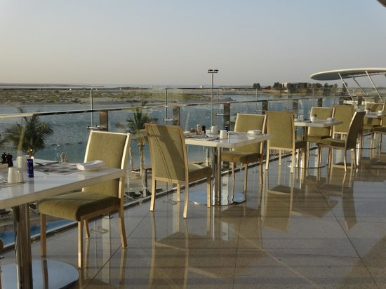 Jumeirah at Etihad Towers : Jumeirah Hotel at Ethiad Towers - Breakfast terrace, in front of the beach