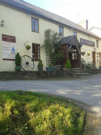 Seven Stars Inn: Re-opened under new management. Open every day for lunch and dinner.