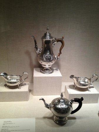 Worcester Art Museum: Exquisite coffee pot & creamers
