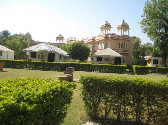 juSTa Rajputana, Udaipur Resort: Lush Green Garden view from rooms
