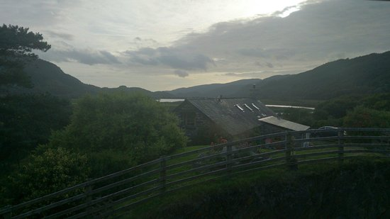 Bwyty Mawddach Restaurant: View out of side of restaurant