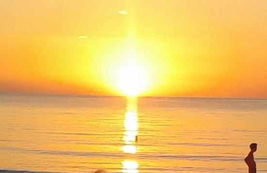 Hotel Riu Palace Tropical Bay: six thirty beautiful sun going down