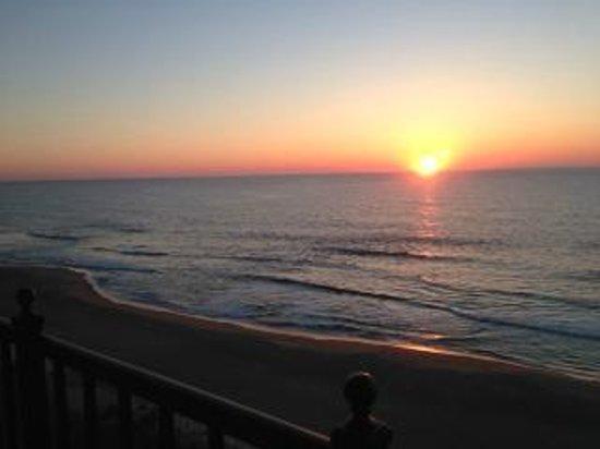Dunes Manor Hotel & Suites : OC sunrise