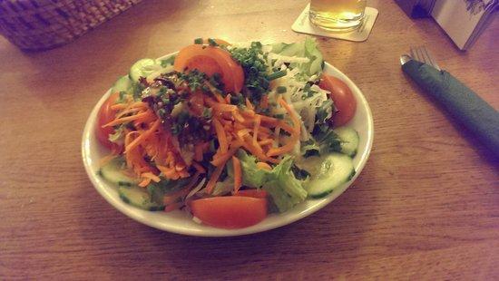 König von Flandern: Large and good fresh salad