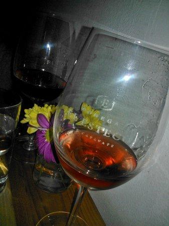 Cantina Sunae: Llas copas, el vino...