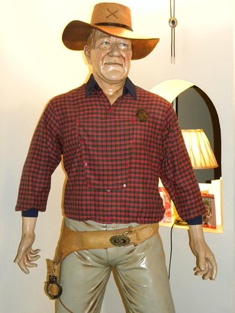 Westbourne Guest House : Great John Wayne Statue in Bar