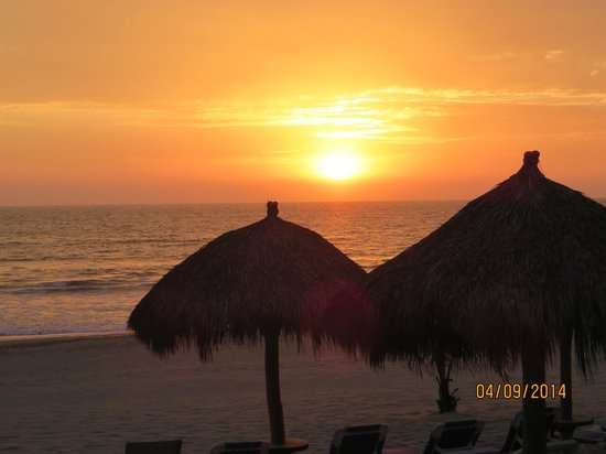 Hard Rock Hotel Vallarta : Postcard Sunsets