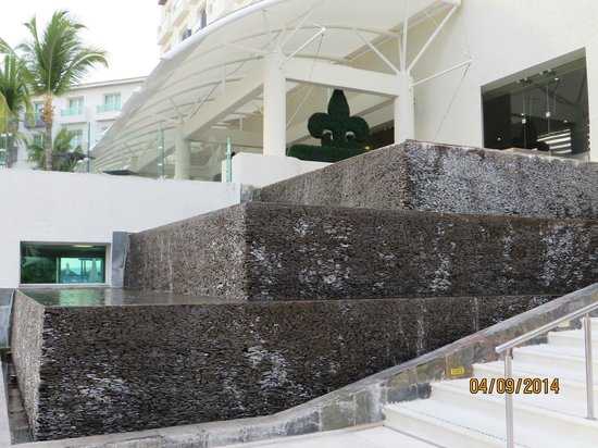Hard Rock Hotel Vallarta: Waterfall.
