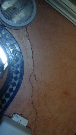 Riad Arabesque: Fissures partout