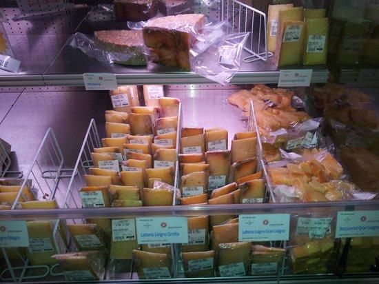 Latteria di Livigno: Banco formaggi
