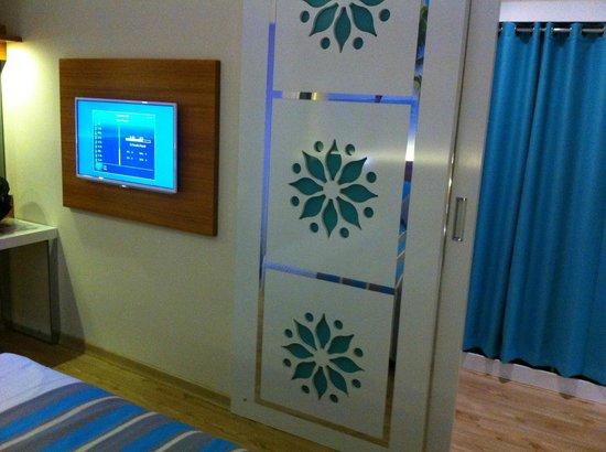Holiday Village Turkey Hotel: Main bedroom in refurbished suite (Room 5131)