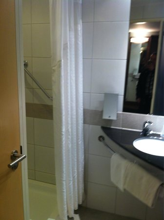 Holiday Inn Express Marseille-Saint Charles: Bathroom