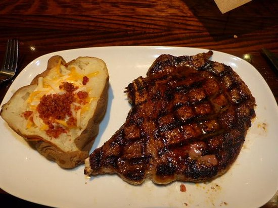 Longhorns Steakhouse : My awesome rib eye