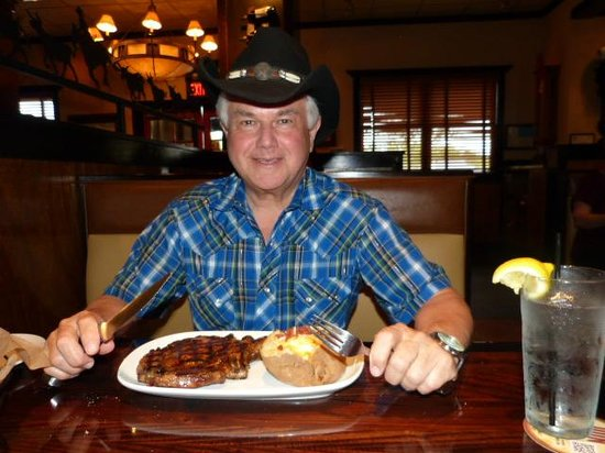 Longhorns Steakhouse : enjoying my meal