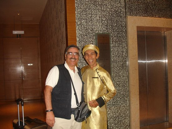 InterContinental Saigon Hotel: il sorriso dell'addetto agli ascensori