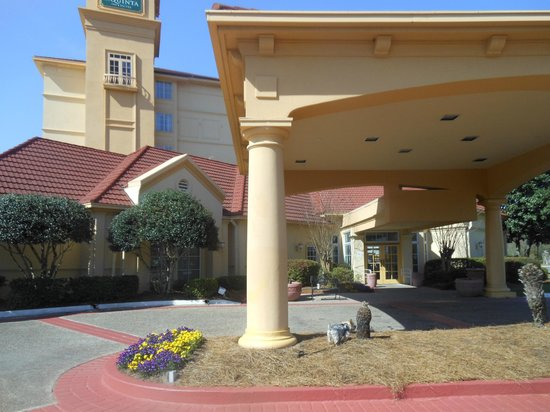 La Quinta Inn & Suites Panama City : hotel and grounds front