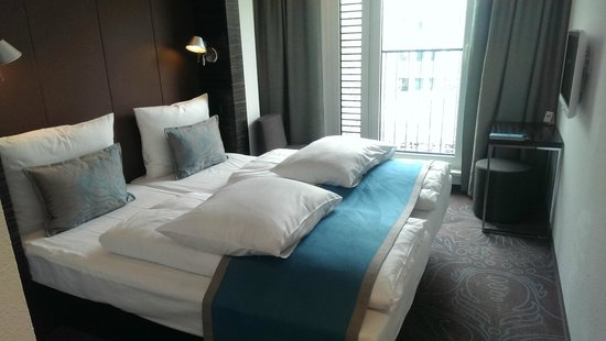 Motel One Dusseldorf Hbf : Room