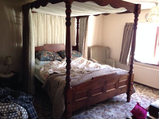 Hermitage Working Farm: Four poster room