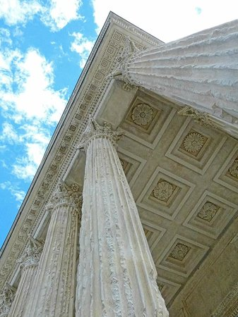 La Maison Carrée : The ceiling of the portico of the Maison Carree features ornamental rosettes.
