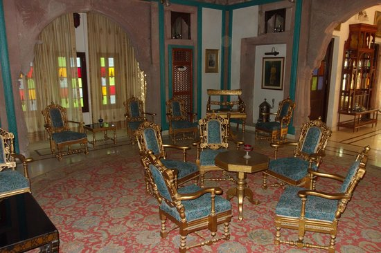 WelcomHeritage Bal Samand Lake Palace : Royal meeting room