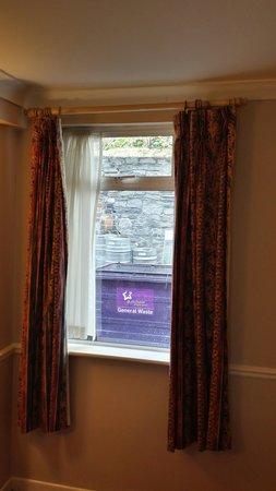 Harcourt Hotel: Room view to garagem bin