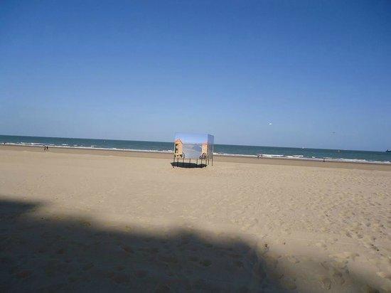 Royal Astor Hotel : à la plage