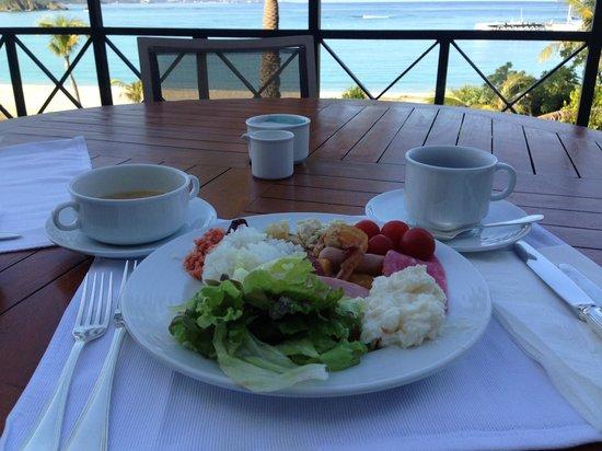 La Tida : テラス席で海を見ながらの朝食は最高です