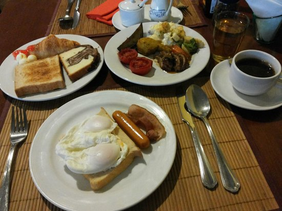 Le Siam Hôtel: Breakfast at Cafe SWISS