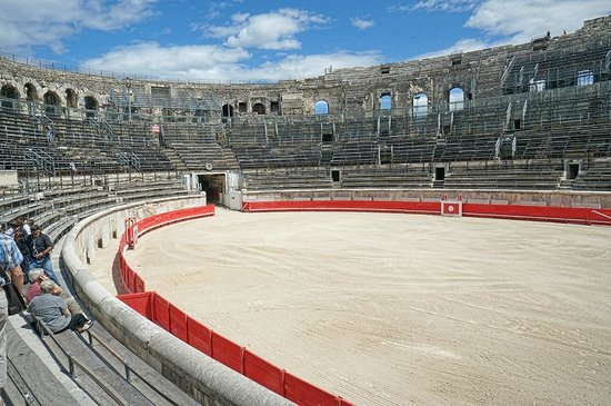 Arènes de Nîmes : The Roman amphitheater in Nimes is still used today for bullfights