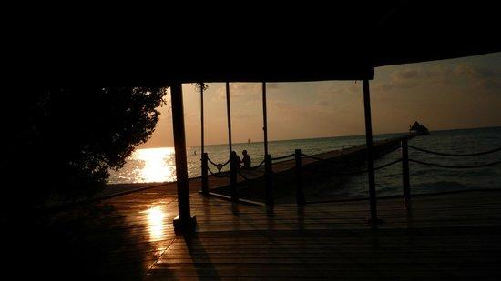 Gasfinolhu Island: Tramonto da Bar