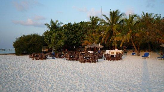 Gasfinolhu Island: ristorante sulla spiaggia