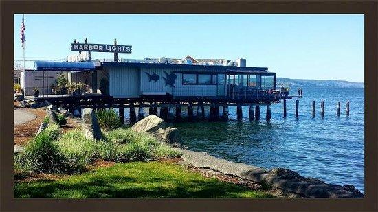 Harbor Lights: Great Happy Hour!