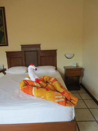 Arenal Manoa Hotel : creative house keepers